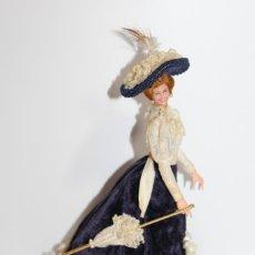 Muñeca española clasica: MUÑECA ALICIA SIGLO XIX CON SU PEANA - CASA MARIN. Lote 179182222