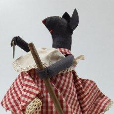 Muñeca española clasica: LA RATITA PRESUMIDA CON SU ESCOBA Y MONEDA DE 1 CENTIMO . REALIZADA EN FIELTRO Y TELA . MUY ANTIGUA. Lote 180409857