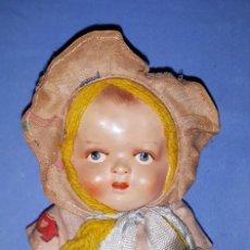 Muñeca española clasica: ANTIGUA MUÑECA CABEZA CELULOIDE Y CUERPO DE TRAPO AÑOS 40 ORIGINAL 30 CENTIMETROS. Lote 180445805