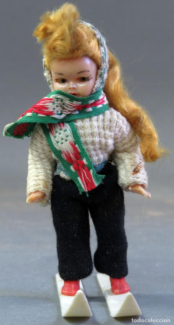 Muñeca española clasica: Muñeca celuloide articulada esquiadora ojo durmiente años 50 12 cm alto - Foto 2 - 182271948