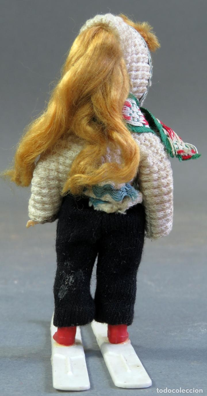 Muñeca española clasica: Muñeca celuloide articulada esquiadora ojo durmiente años 50 12 cm alto - Foto 4 - 182271948