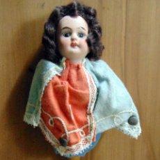 Muñeca española clasica: CURIOSA MUÑECA, CABEZA DE PORCELANA, SONAJERO? JUGUETE? NUCA MARCADA 15/0, SIGLO XIX. Lote 182615413