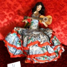 Muñeca española clasica: MUÑECA LOLA FLORES, TERRACOTA? CUERPO TELA, 20 CM DE ALTURA. Lote 182852652