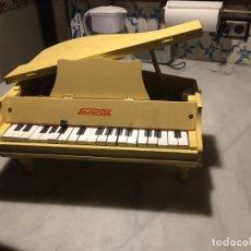 Muñeca española clasica: ANTIGUO PIANO DE JUGUETE DE MADERA MARCA FAVENTIA DE LOS AÑOS 50 CON ARPA METALICA. Lote 183866607