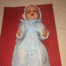 Muñeca española clasica: MUÑECO BEBÉ - CELULOIDE - CARTÓN PIEDRA - AÑOS 40 - ROPA ORIGINAL - OJOS DURMIENTES. Lote 184762680