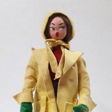 Muñeca española clasica: ANTIGUA MUÑECA DE TRAPO CON SU ELEGANTE ROPITA ORIGINAL . AÑOS 50 / 60 ....... Lote 190758032