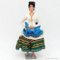 Muñeca española clasica: MUÑECA CON TRAJE REGIONAL TÍPICO DE LA ISLA DE GRAN CANARIA DE MUÑECAS MARIN CHICLANA PINTADA A MANO. Lote 192821755