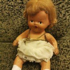 Muñeca española clasica: PEQUEÑA MUÑECA DE PASTA. ESPAÑOLA. AÑOS 50-60. Lote 192856172