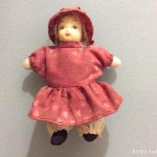 Muñeca española clasica: MUÑECA ANTIGUA CON CARA DE CELULOIDE Y CUERPO DE TRAPO. 14CM.. Lote 193426222