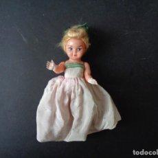 Muñeca española clasica: MUÑECA ANTIGUA DE PLASTICO DURO. Lote 193941061