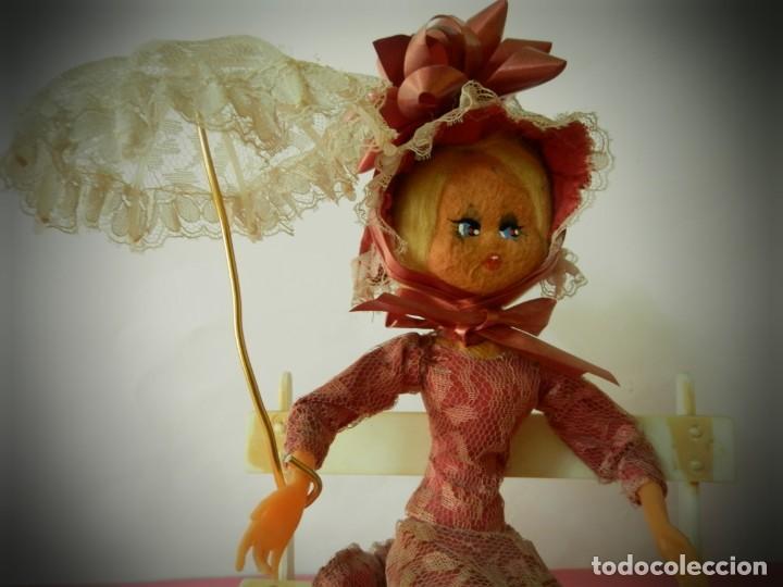 Muñeca española clasica: MUÑECA LAYNA SENTADA EN BANCO CON SOMBRILLA VESTIDO ROSA - Foto 2 - 194309442