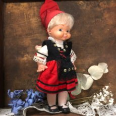 Muñeca española clasica: ANTIGUA MUÑECA CON BEBÉ. CON TRAJE TRADICIONAL REGIONAL ESPAÑOL 22CM. Lote 194521672