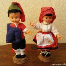 Muñeca española clasica: ANTIGUA PAREJA DE MUÑECOS CON TRAJE REGIONAL DE CELULOIDE CON OJOS DURMIENTES BASCULANTES. Lote 194729657