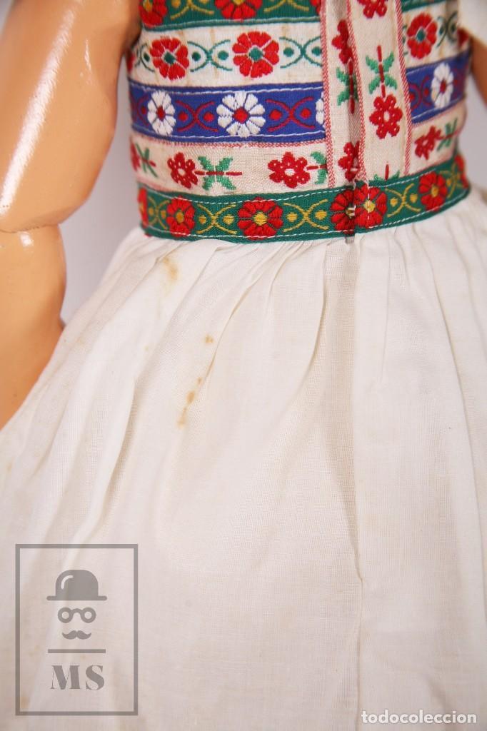 Muñeca española clasica: Antigua Muñeca Articulada de Composición y Madera - Ojos de Cristal - Años 40-50 - Foto 8 - 195299707