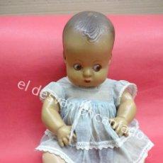 Muñeca española clasica: ANTIGUO BEBE CARTON PIEDRA CON OJOS DE CRISTAL. FABRICACION ESPAÑOLA AÑOS 1940-50S. Lote 195422412