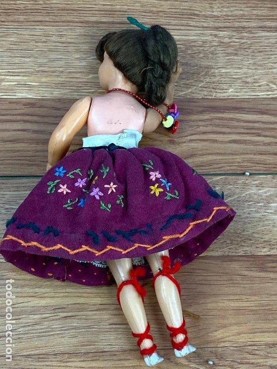 Muñeca española clasica: pequeña muñeca de celuloide vestida con traje regional ojos durmientes - Foto 5 - 195507913