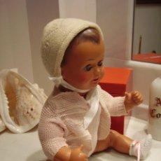 Muñeca española clasica: PRECIOSO BEBE DE CAUCHO, AÑOS 40. Lote 195875391