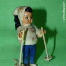 Muñeca española clasica: BONITA MUÑECA ESQUIADORA CELULOIDE COMPLETA AÑOS 50 COLECCION JUGUETE. Lote 196392705