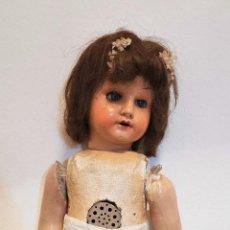 Muñeca española clasica: MUÑECA ANDADORA. COMPOSICIÓN Y CELULOIDE. PELO NATURAL. ESPAÑA. AÑOS 50. Lote 196398210