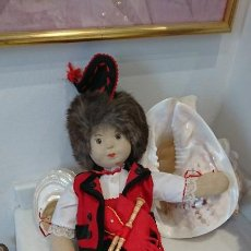 Muñeca española clasica: MUÑECO GLOREX (SUIZA), VESTIDO DE ASTURIANO/GALLEGO DE TRAPO, CON SU GAITA. Lote 197188696