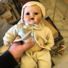 Muñeca española clasica: BONITA MUÑECA ANTIGUA, CABEZA DE PORCELANA, CUERPO DE TRAPO. Lote 197300423