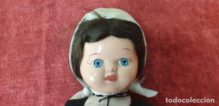 Muñeca española clasica: PAREJA DEMUÑECOS DE CLULOIDE. TRAJE REGIONAL DEL PAIS VASCO. CIRCA 1950. - Foto 7 - 198174887