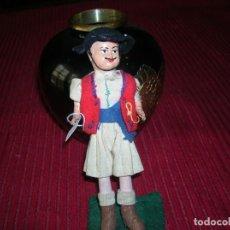 Muñeca española clasica: ANTIGUO MUÑECO CON TRAJE REGIONAL .TRABAJO ARTESANO.. Lote 198387728