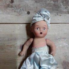 Muñeca española clasica: ANTIGUA MUÑECA ESPAÑOLA TODA ELLA DE TERRACOTA O YESO.. Lote 198927633