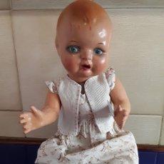 Muñeca española clasica: PRECIOSO MUÑECO DE CARTÓN PIEDRA ESTILO JUANIN AÑOS 40. Lote 199288387