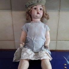Muñeca española clasica: PRECIOSA MUÑECA DE CARTON PIEDRA DE LOS AÑOS 40. Lote 199288585