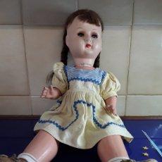 Muñeca española clasica: PRECIOSA MUÑECA DE CARTÓN PIEDRA AÑOS 40. Lote 199288822