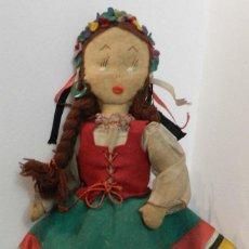 Muñeca española clasica: MUÑECA DE LOS AÑOS 40 - REALIZADA EN FIELTRO, MUY INTERESANTE, VER FOTOS, MIDE 30 CM. Lote 199330117