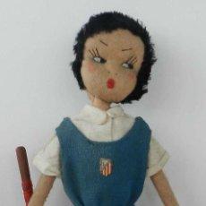 Muñeca española clasica: MUÑECA DE LOS AÑOS 40 - REALIZADA EN FIELTRO, EQUIPO DE HOCKEY DE ATLÉTICO DE MADRID -MUY INTERESA. Lote 199330622