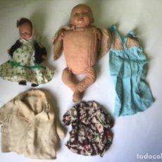 Muñeca española clasica: ANTIGUO LOTE DE 2 MUÑECOS Y ROPA DE MUÑECA , ORIGINAL AÑOS 50. Lote 202989260