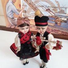 Muñeca española clasica: PAREJA DE ASTURIANOS O GALLEGOS EN CELULOIDE AÑOS 50 CON OJOS DURMIENTES. Lote 203580445