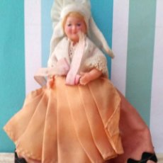 Muñeca española clasica: MUÑEQUITA DE CELULOIDE CON TRAJE TIPICO ARTICULADA. Lote 204340093