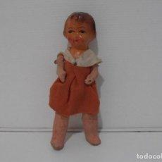 Muñeca española clasica: MUÑECA CARTON PIEDRA VESTIDO NARANJA 16 CM POSGUERRA AÑOS 40. Lote 206156078