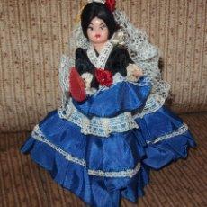 Muñeca española clasica: MUÑECA MANOLITA,FALDA AZUL,CREACIONES ANTONIETA,FINALES DE LOS AÑOS 50. Lote 206305161
