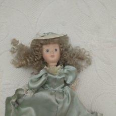Muñeca española clasica: MUÑECA PORCELA, LAS PIERNAS ESTÁN ROTAS, POR ESO ES MÁS BARATA. Lote 207015430