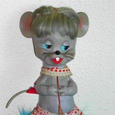 Muñeca española clasica: RATITA PRESUMIDA SERIE PANDA BLANDA DE FLORIDO - AÑOS 50/60. Lote 26914952