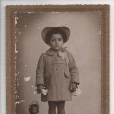 Muñeca española clasica: FOTO DE NIÑA CON MUÑECAMIDE: 15 X 10 C.M. FOTO MENDOZA--MADRID- AÑO 1942-VER FOTOS. Lote 209829453