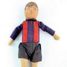 Muñeca española clasica: MUÑECO DE FUTBOLISTA DE TRAPO - POSIBLEMENTE F.C. BARCELONA. 32 CM. DE LARGO.. Lote 213217503