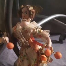 Muñeca española clasica: MUÑECA AÑOS 60, DE ALHAMBRE Y TELA. LAYNA MADE IN SPAIN 19X10 CM. Lote 213592420