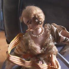 Muñeca española clasica: MUÑECA AÑOS 60, DE ALHAMBRE Y TELA. LAYNA MADE IN SPAIN. 30X8 CM. Lote 213594318
