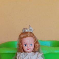 Muñeca española clasica: ANTIGUA MUÑECA DE COMUNION DE CELULOIDE CON SU ROSARIO. Lote 213948925