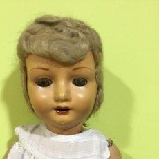 Muñeca española clasica: MUÑECA ANDADORA DE CARTÓN PIEDRA, ESPAÑOLA. AÑOS 30-40. SE PUEDE PAGAR CON FACILIDADES.. Lote 214846436