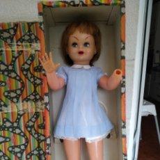 Muñeca española clasica: MUÑECA GUENDOLINA DE FAMOSA CON ROPA. Lote 215464422