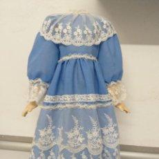 Muñeca española clasica: PRECIOSO VESTIDO ESTILO ROMÁNTICO PARA MUÑECA ANTIGUA. Lote 216453546