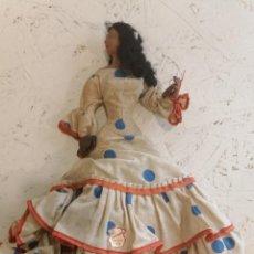 Muñeca española clasica: CURIOSA MUÑECA BAILAORA VESTIDO COLOR BLANCO Y LUNARES PASCUAL (040). Lote 217710495