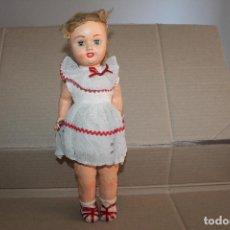 Muñeca española clasica: MUÑECA ANTIGUA AÑOS 50 DE CARTÓN-PIEDRA. Lote 218911458